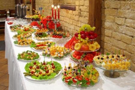 12 idei pentru a decora cu gust masa de Craciun