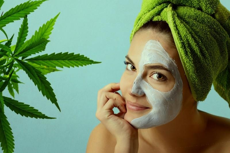 Beneficiile uleiului de cânepă pentru piele