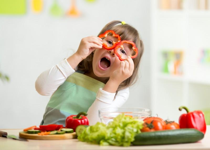 Convinge-l pe cel mic sa manance legume si fructe cu cateva trucuri