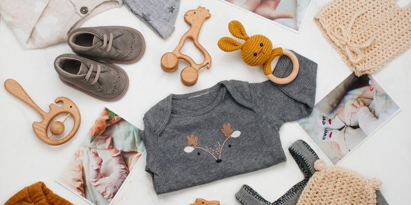 Cum alegem corect hainele pentru bebelusi?