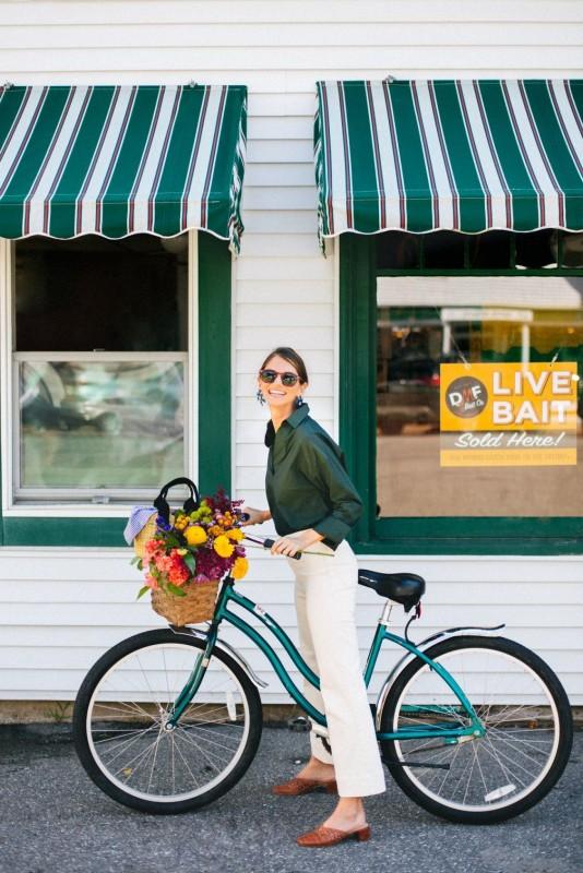 Cum sa fim elegante si feminine pe bicicleta