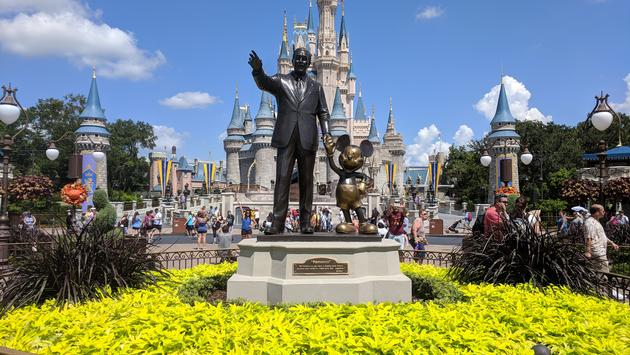 Disney închide parcurile