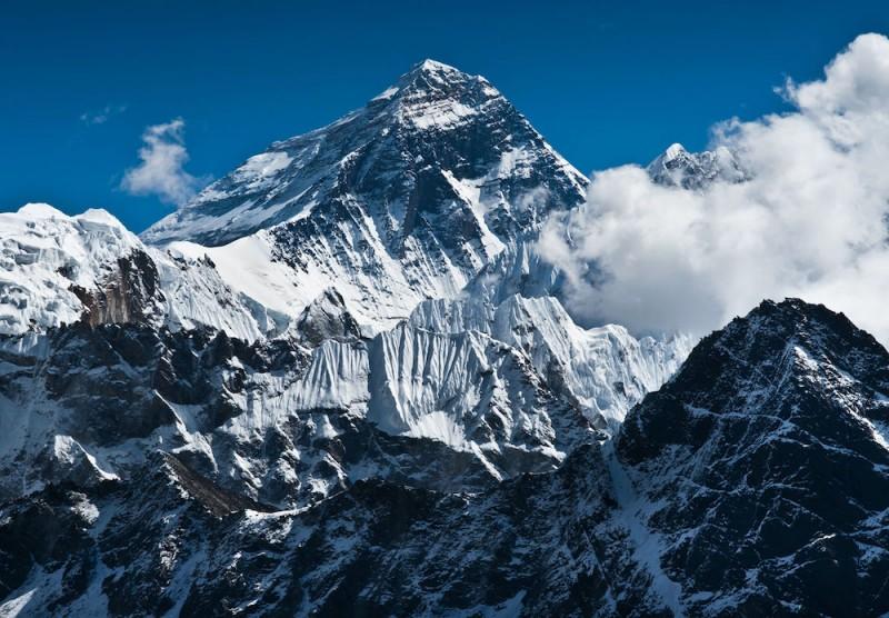 Inaltimea reala al celui mai inalt varf muntos din lume