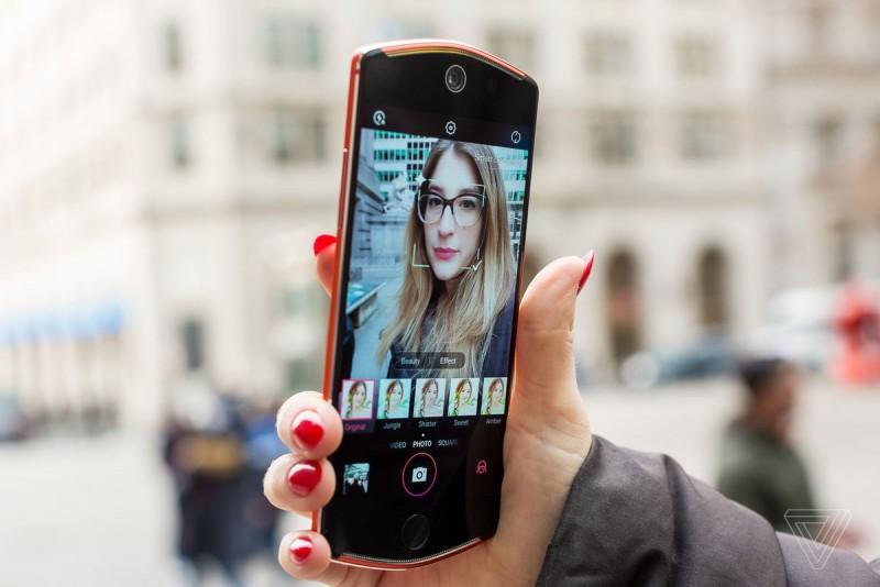 Un fotograf ne arata cum sa facem selfie-ul perfect, iar secretul este in ochi